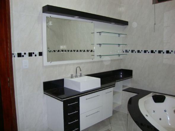 #474355 11 modelos de banheiros preto e branco para você se inspirar 590x442 px Banheiro Simples Preto E Branco 2018 3799