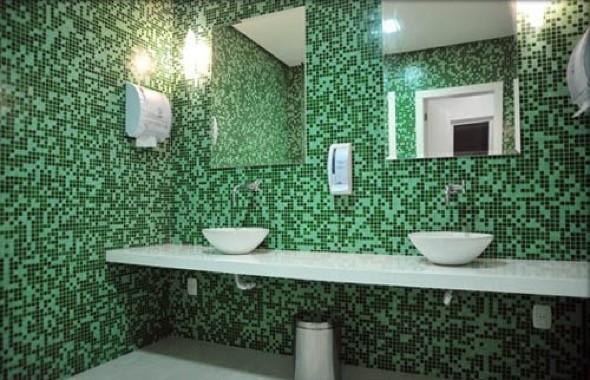 10 modelos de banheiros com pastilhas coloridas e dicas de uso -> Banheiros Decorados Atuais