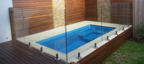 32 piscinas pequenas para casas e ch caras for Disenos de albercas para casas pequenas