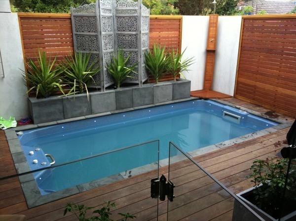 32 piscinas pequenas para casas e ch caras for Piscina tubular pequena