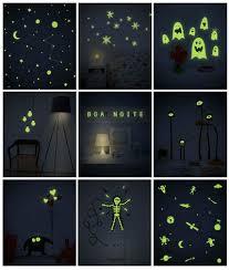 Adesivos para parede que brilham no escuro