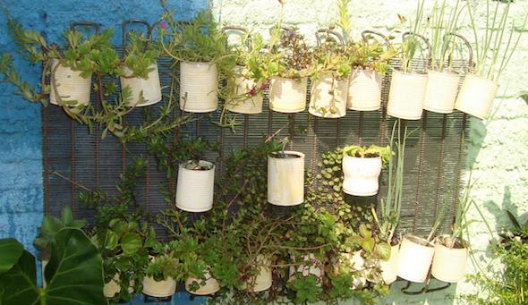 Jardim com latas recicláveis11
