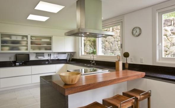 Bancadas de madeira na cozinha12