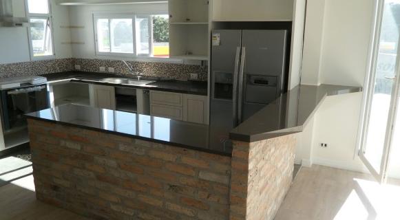 Bancada em porcelanato para cozinha e banheiro 12 fotos e entenda a novidade! # Bancada De Cozinha Feita De Porta