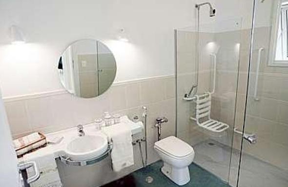 Banheiro adaptado para idosos 3