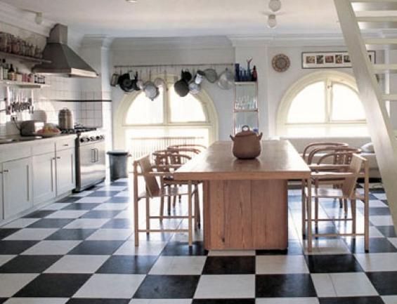 Piso preto e branco em cozinhas6