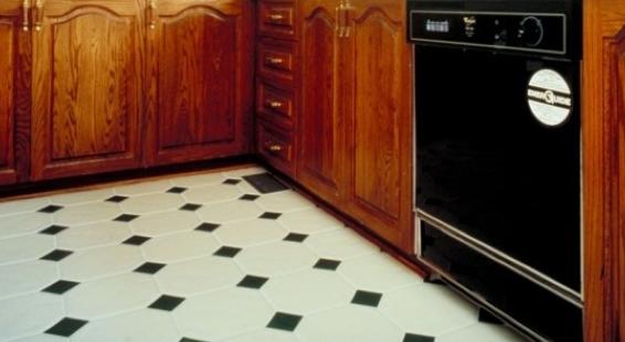 Piso preto e branco em cozinhas7