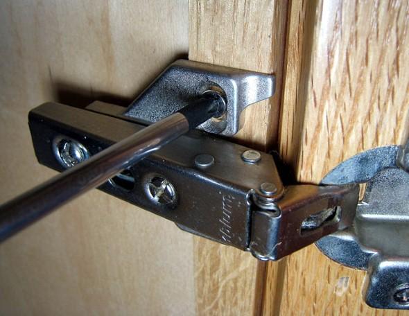 Cuidados-com-as-dobradiças-de-casa-004
