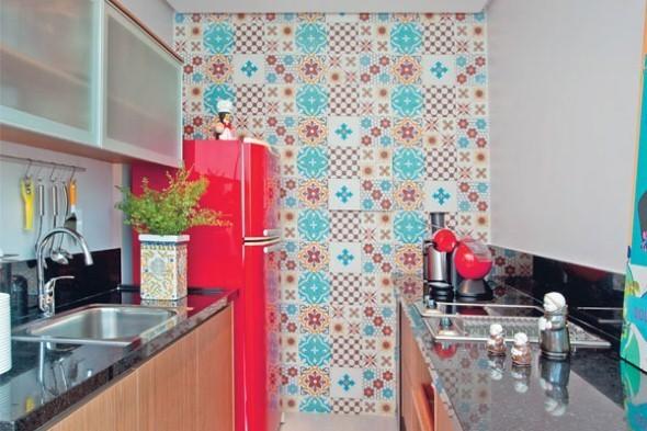 Decorar-a-cozinha-com-adesivo-de-ladrilho-hidr_ulico-004