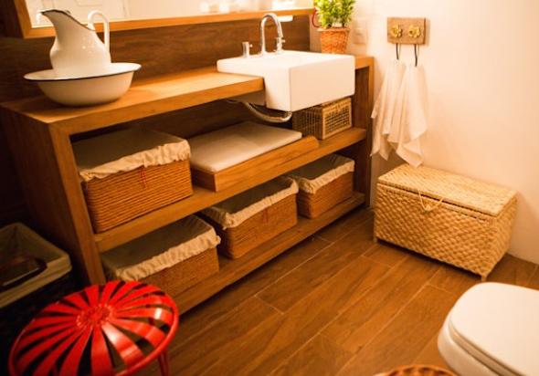 4 maneiras de usar madeira de demolição na construção de bancadas e 16 fotos -> Armario Para Banheiro De Madeira Rustica