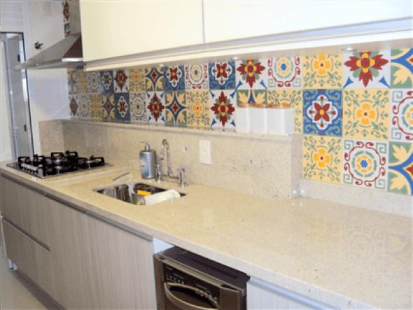 13 porcelanatos que imitam ladrilho hidráulico e dicas para usalo -> Banheiro Decorado Ladrilho Hidraulico