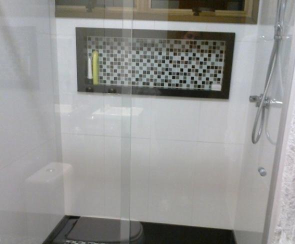 Revestir o piso com pastilhas? Entenda as vantangens e 12 modelos -> Banheiro Decorado Com Pastilhas Lilas