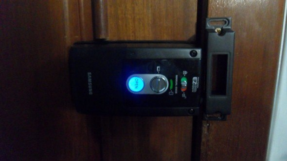 Fechadura-eletrônica-em-casas-004