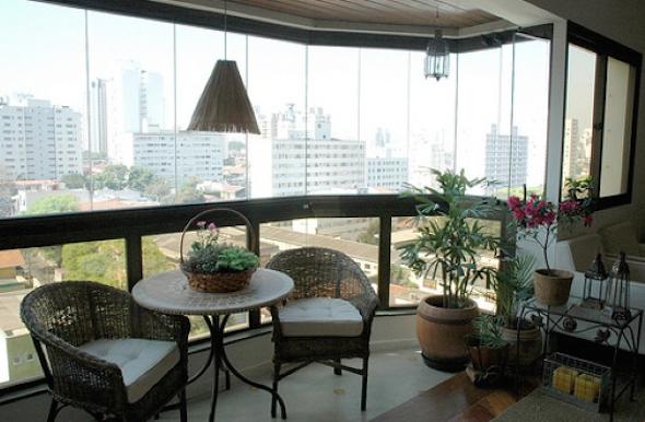 Como montar uma sala de estar na varanda do apartamento-4