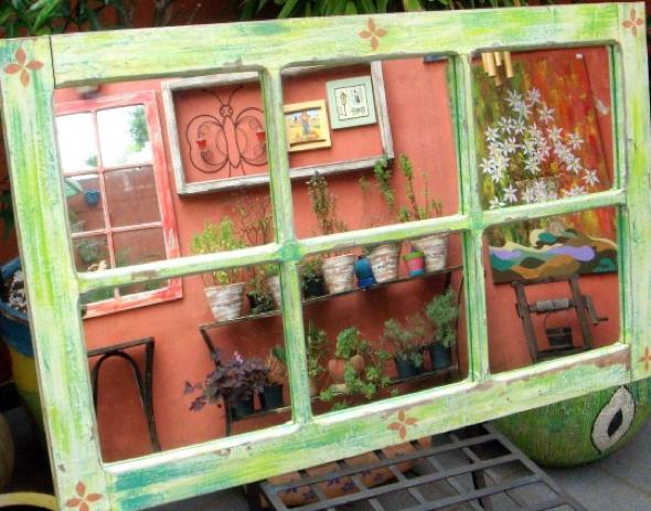 8-Janelas com espelhos e retratos na decoração