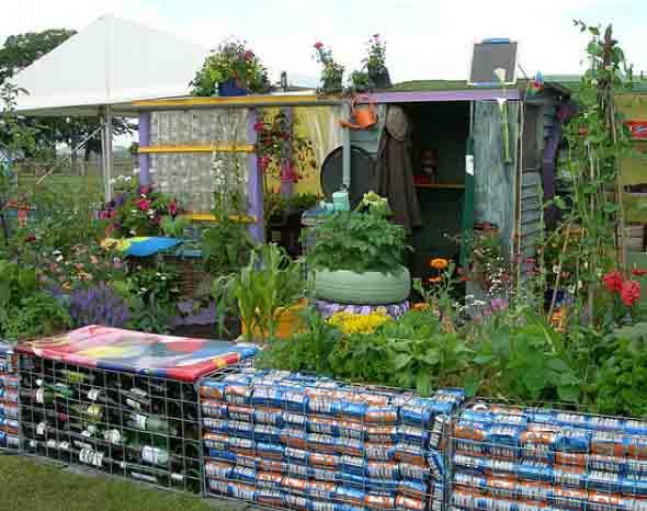 4 maneiras de decorar o quintal com material reciclado e for Material piscina barato