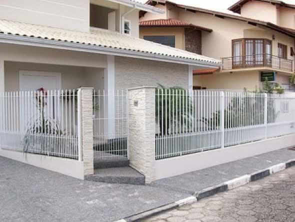 Frente-de-casas-com-grades-de-ferro-002