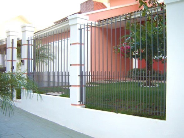 Frente-de-casas-com-grades-de-ferro-004