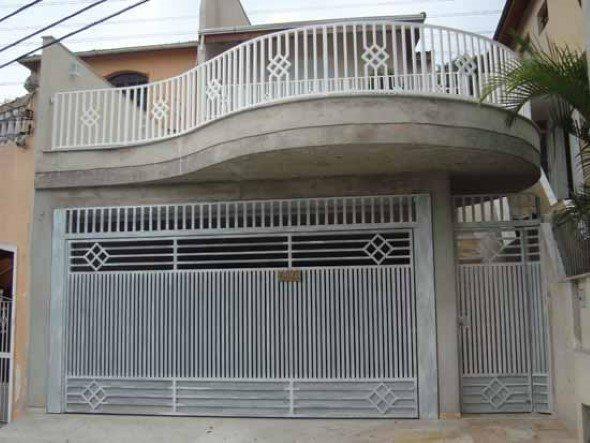 Frente-de-casas-com-grades-de-ferro-015
