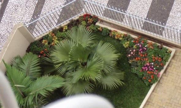 Frente-de-casas-com-jardim-004