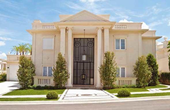 15 fachadas de casas cl ssicas com materiais modernos for Casa classica moderna