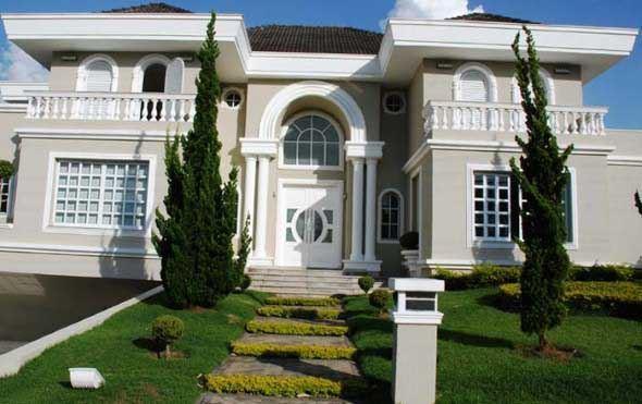 15 fachadas de casas cl ssicas com materiais modernos for Foto casa classica