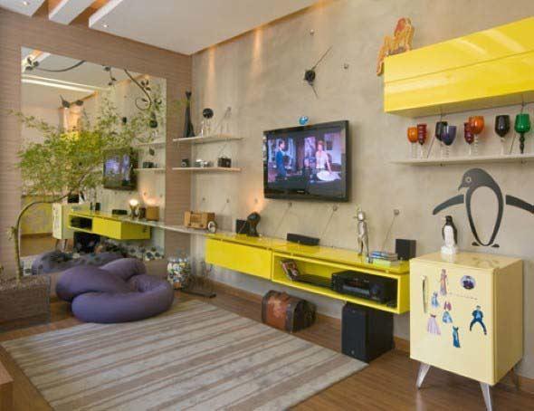 Sala de estar com tv na parede