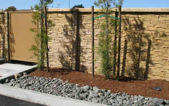 Frente-de-casas-com-muros-de-pedras-004