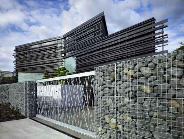 Frente-de-casas-com-muros-de-pedras-008