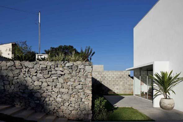 Frente-de-casas-com-muros-de-pedras-015