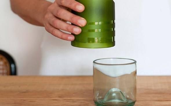 Transformar-garrafas-em-copos-para-decorar-003