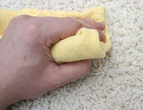 Remover-mancha-de-café-de-tapetes-e-carpetes-004