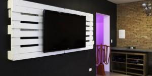 Painel de parede feito com paletes 008