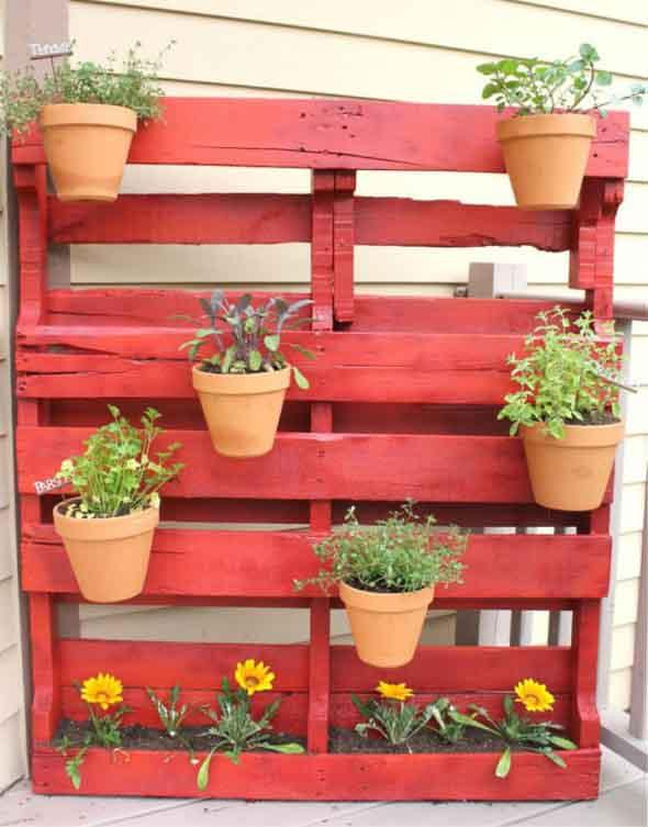 Aprenda a fazer um jardim vertical com paletes 007