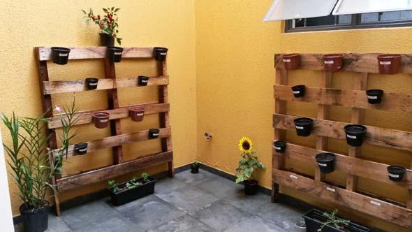 Aprenda a fazer um jardim vertical com paletes 010