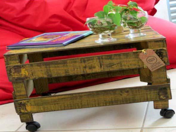 Mesas feitas com paletes e caixotes de feira 010