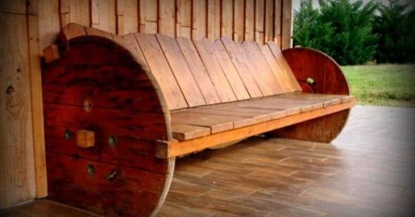 Bancos e mesas rústicas feitas de carretel de madeira 003