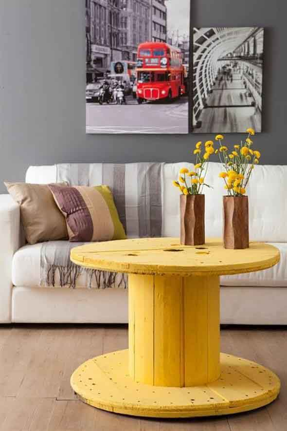 Bancos e mesas rústicas feitas de carretel de madeira 010