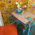 Mesa de máquina de costura antiga na decoração 012