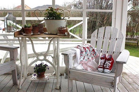 Mesa de máquina de costura antiga na decoração 014