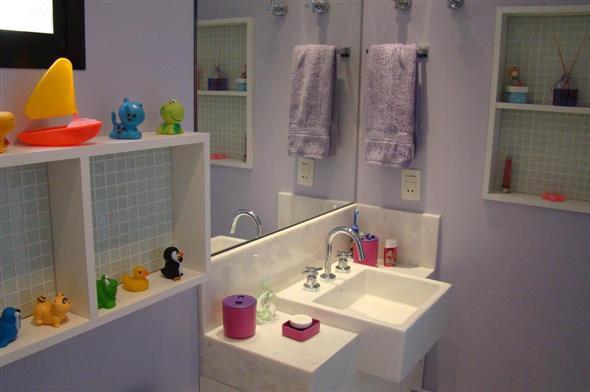 Prateleiras e nichos para banheiro 005