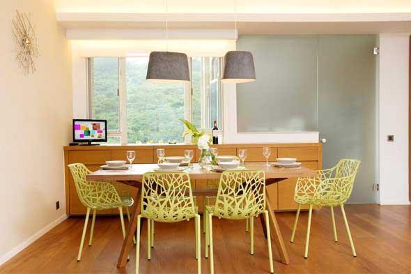 mesa-rustica-com-cadeiras-modernas-004