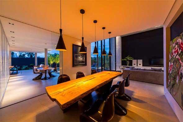 mesa-rustica-com-cadeiras-modernas-011