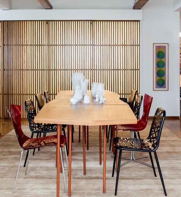 mesa-rustica-com-cadeiras-modernas-020