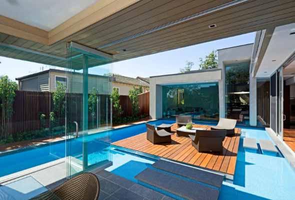 piscina-com-deck-de-madeira-011