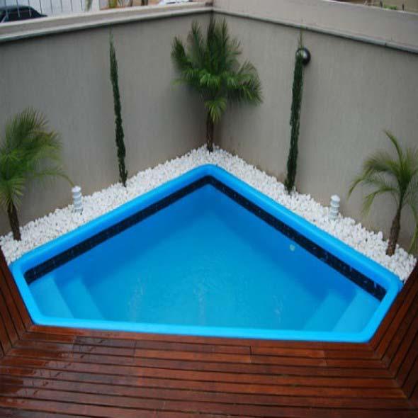Piscina com deck de madeira for Pintado de piscinas