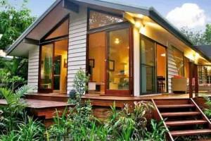 Casa de madeira charmosa e funcional 001
