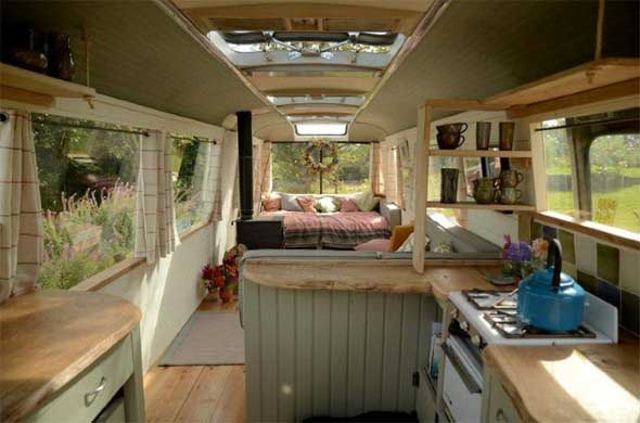 Casa de madeira charmosa e funcional 003