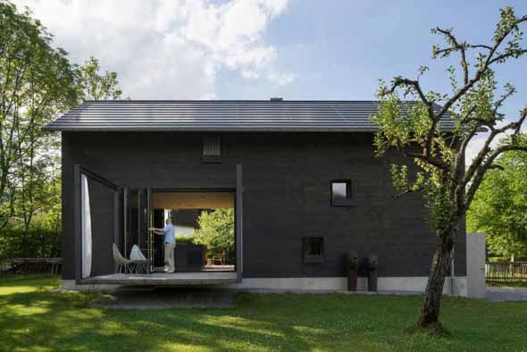 Casa de madeira charmosa e funcional 004