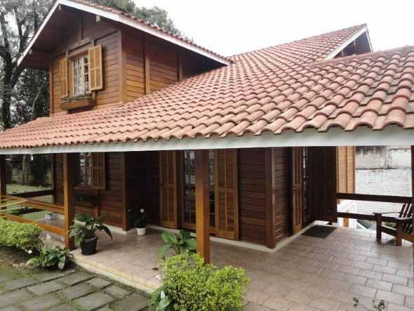 Casa de madeira charmosa e funcional 007